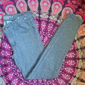 3/30 NWOT Soft Stretchy AE Pants Grey Jeggings 6